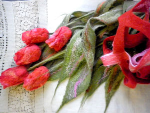 Валяный шарф-палантин Коралловый букет тюльпанов.   Ярмарка Мастеров - ручная работа, handmade