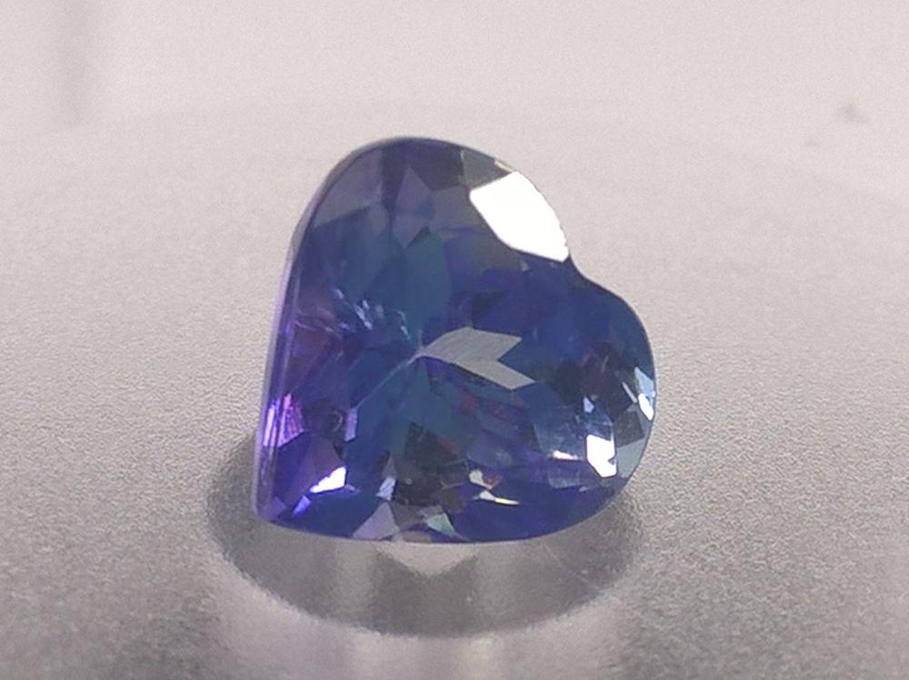 золотое кольцо с синим камнем, украшения из золота с турмалин