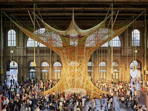 A Giant Crochet Tree Grew up at the Zurich station. Livemaster - handmade