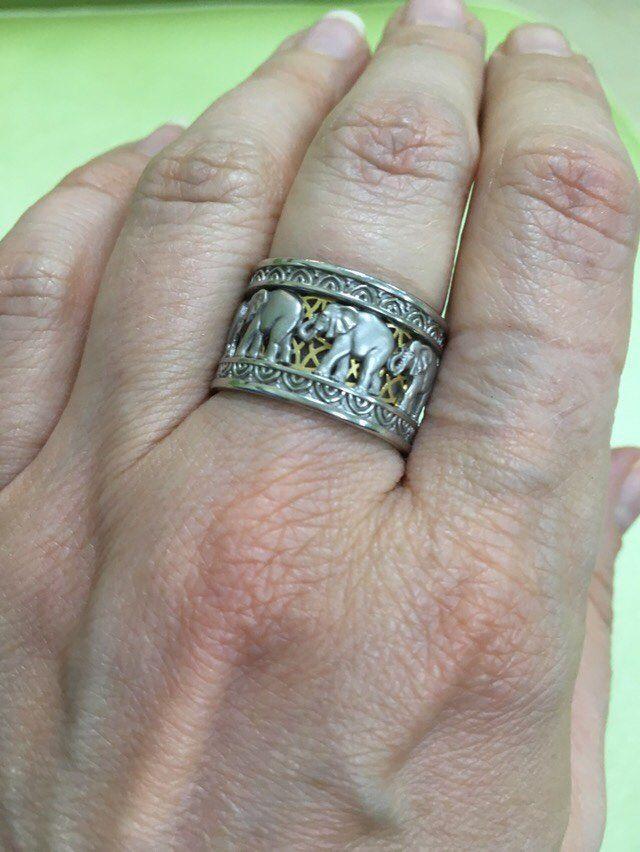 кольцо со слоном, кольцо на руке, золотые кольца