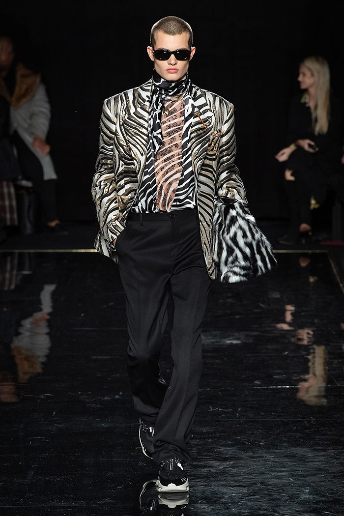 Как прошел первый показ Versace в Америке: модное безумие среди гостей и на подиуме