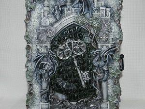 """Ключница """"Meum domum-Meam castrum""""(""""Мой дом-Моя крепость""""). Ярмарка Мастеров - ручная работа, handmade."""