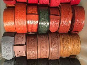 Широкий ассортимент разноцветных ремней с тисненим из натуральной кожи.. Ярмарка Мастеров - ручная работа, handmade.