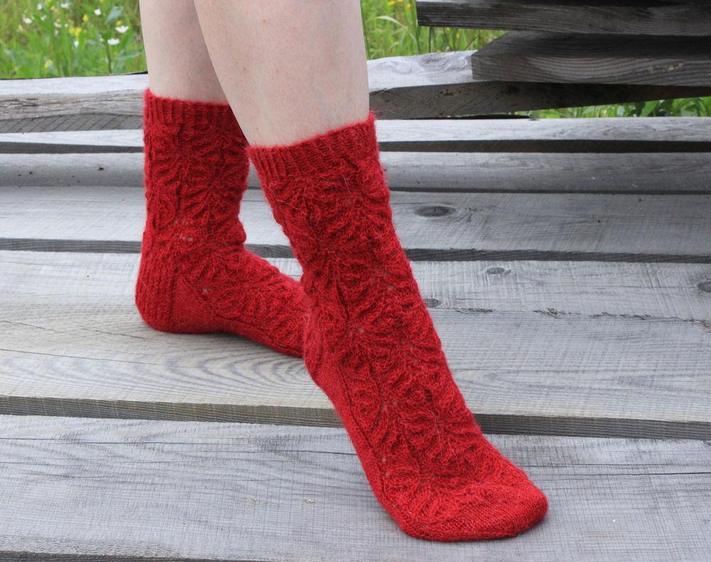 носки, носки ручной работы, шерстяные носки, носки шерстяные, женские носки, носки женские, носки в подарок, носки красные, носки на зиму, зимние носки, тёплые носки, носки из альпаки, зимние аксессуары, носки для дома, носки для сна