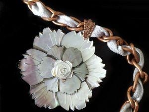 Перламутровая роза – колье-цепь с крупной резной подвеской. | Ярмарка Мастеров - ручная работа, handmade