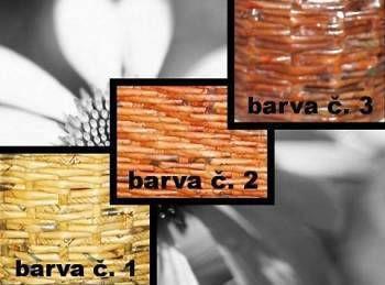 Лак и пропитка создают разные цвета газетных трубочек на изделиях сплетенных своими руками