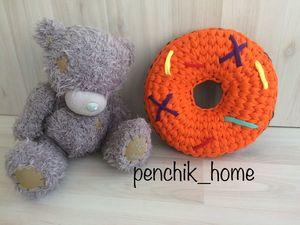 Вяжем яркую игрушку-подушку «Детский пончик». Ярмарка Мастеров - ручная работа, handmade.
