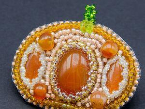 Брошь «Тыква» из бисера и камней своими руками. Ярмарка Мастеров - ручная работа, handmade.