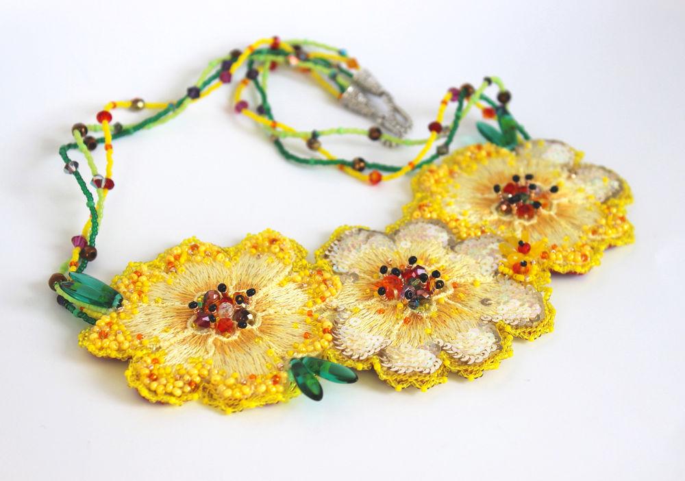 желтые украшения