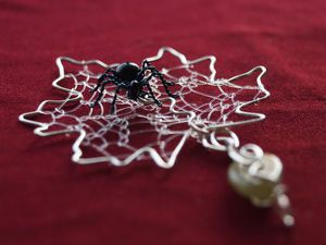 Создаем из проволоки и бусин оригинальную подвеску «Паучок-путешественник». Ярмарка Мастеров - ручная работа, handmade.
