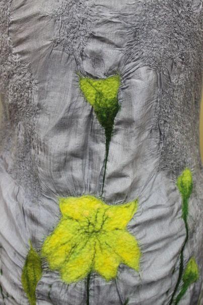 Шелк окрашен в серебоистый цвет вручную