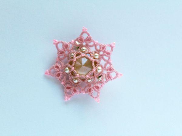 Плетем брошь-кулон «Цветочная» в технике фриволите | Ярмарка Мастеров - ручная работа, handmade