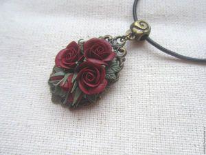 Скидка на кулон-брошь с розами цвета марсала. Ярмарка Мастеров - ручная работа, handmade.