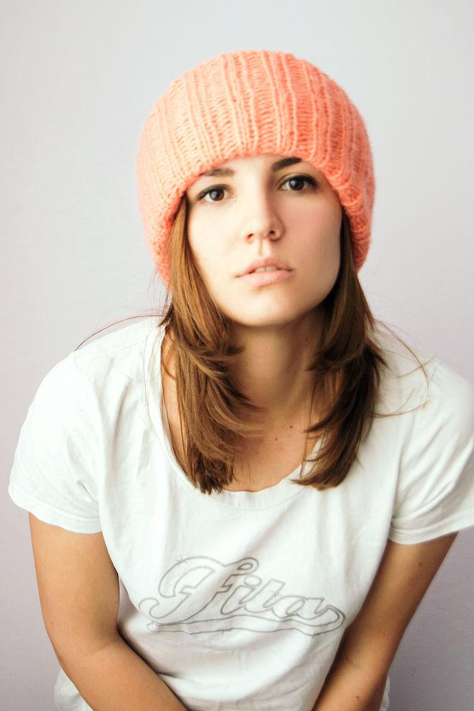 женская шапка, караловый