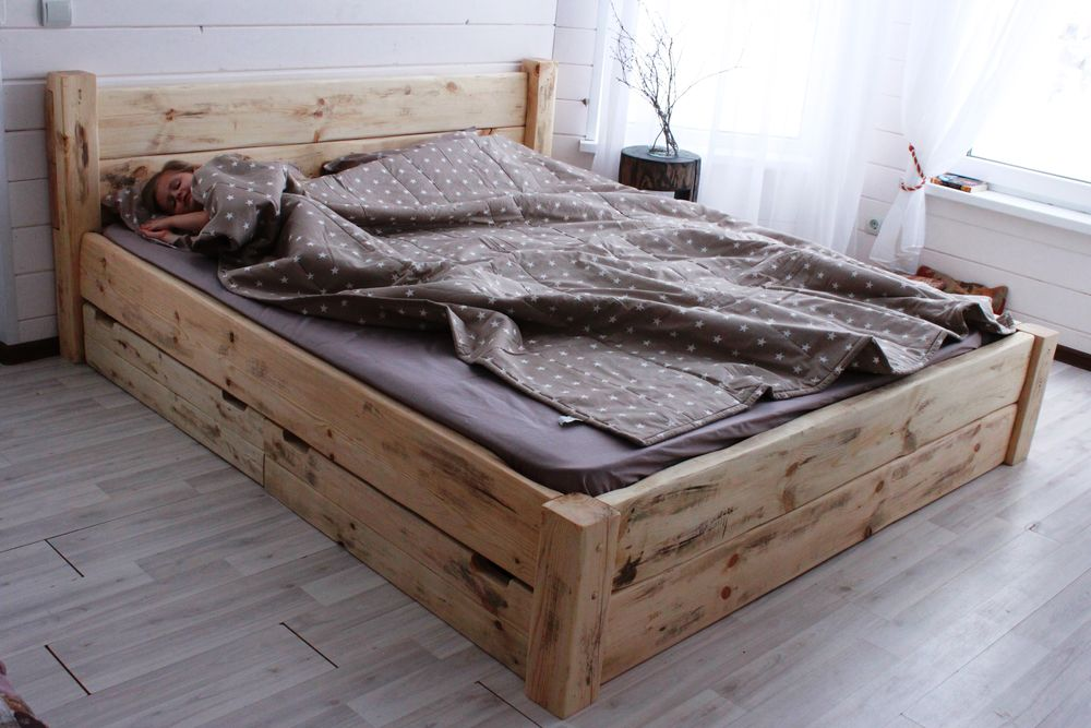 кровать на заказ, кровать рустик, спальня в доме, кровать массив