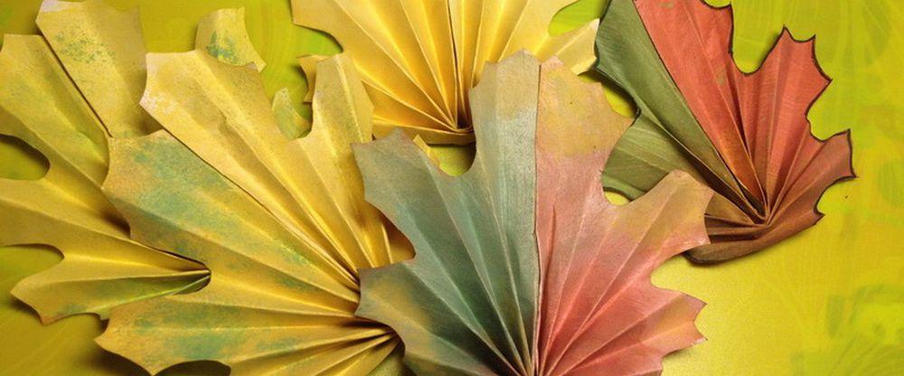 Большие осенние листья из бумаги своими руками 33