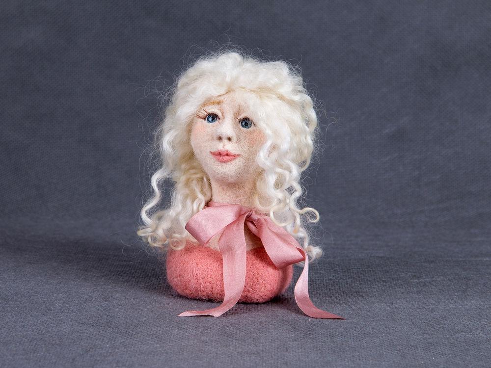 женское лицо, сухое валяние игрушки