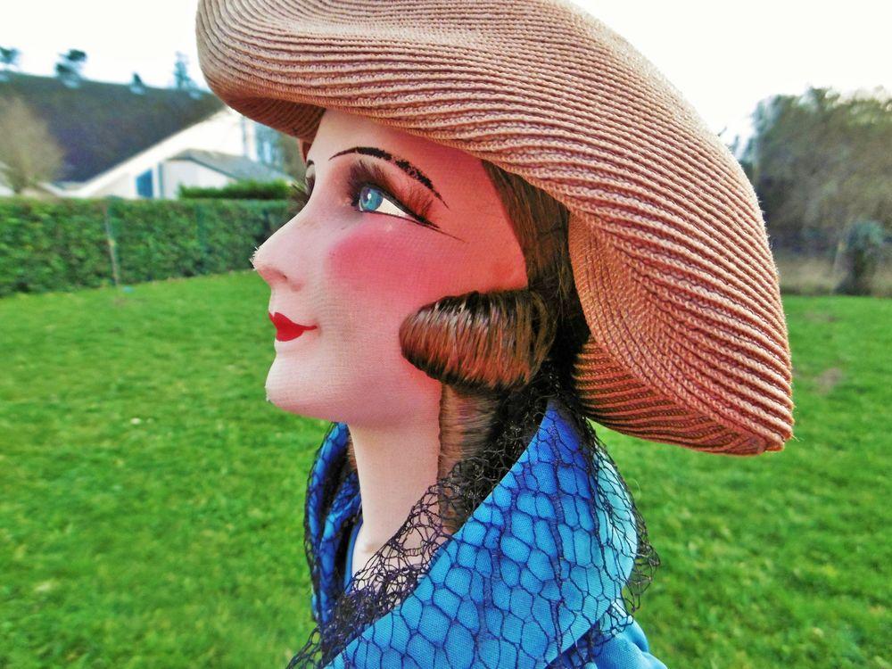 кукла для салона