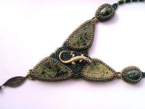 Аукцион на вышитый бисером кулон с натуральными змеевиками и ящерицей - закрыт. | Ярмарка Мастеров - ручная работа, handmade