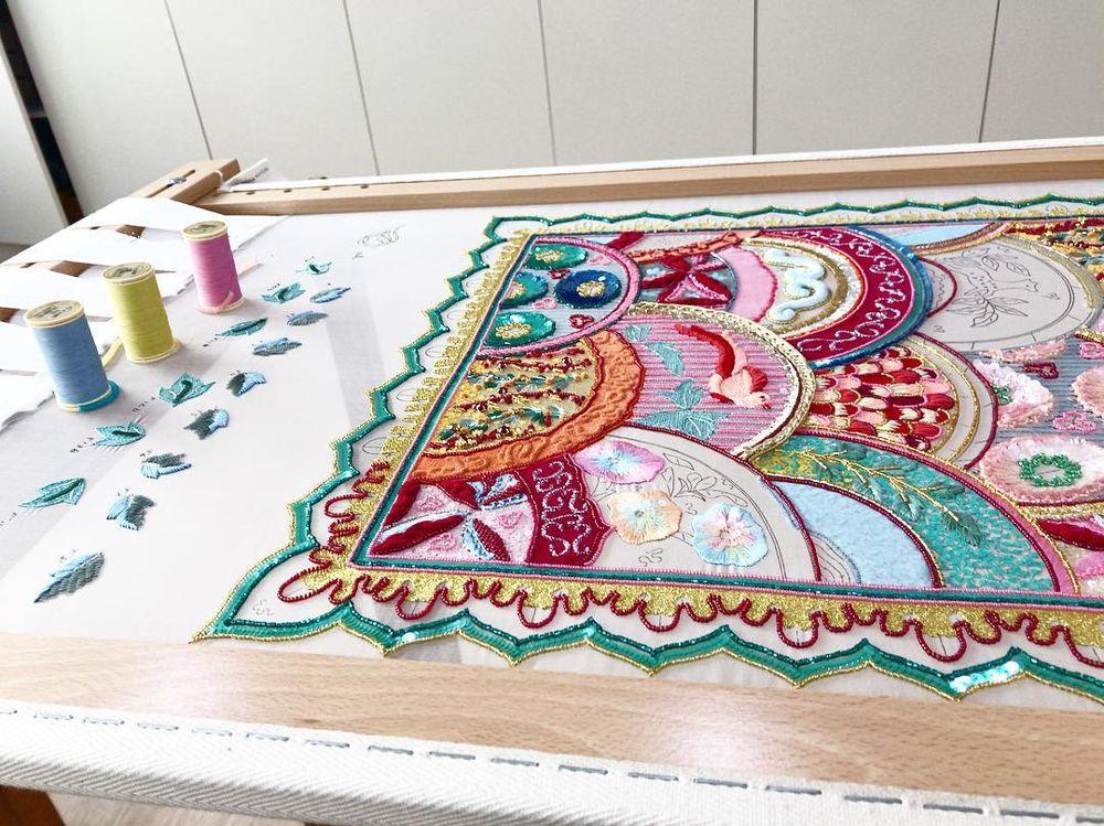 Удивительное панно — работа учениц школы вышивки Lesage