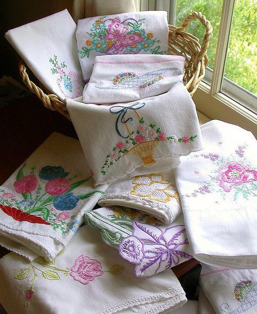 Как оформить старые вышивки