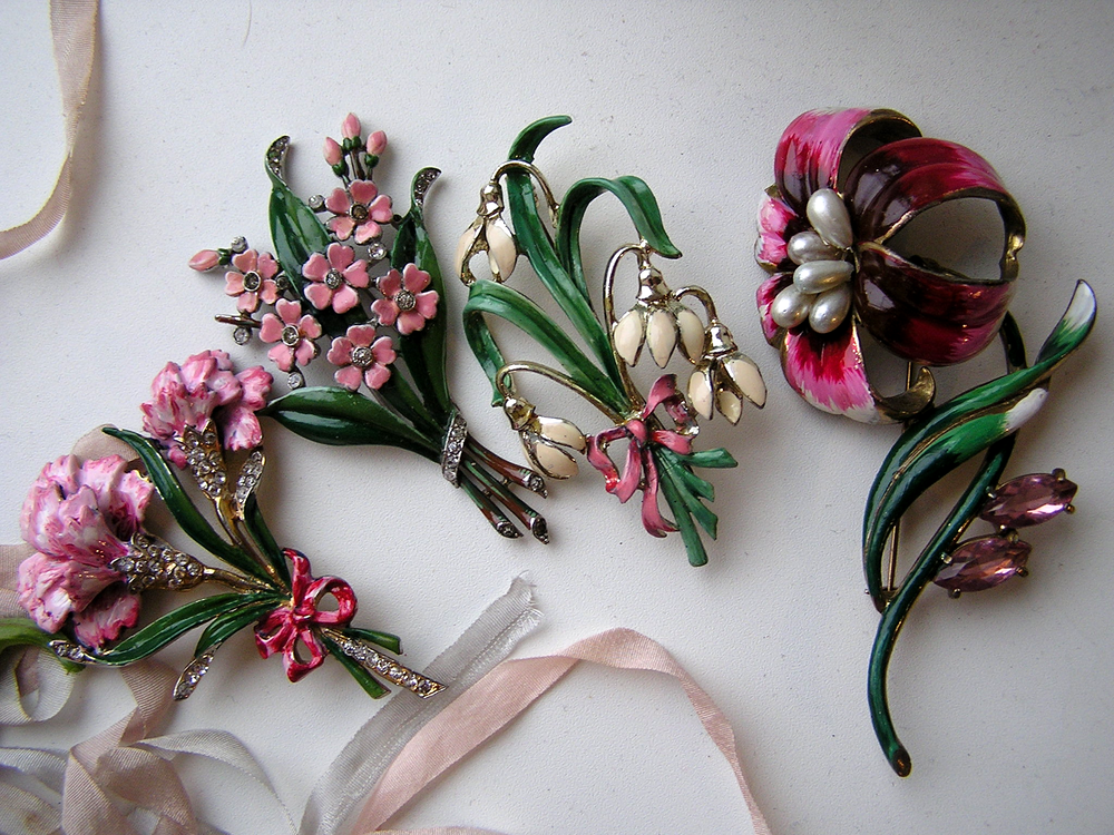 весна, брошь, винтаж, винтажная бижутерия, trifari, exquisite, гвоздика