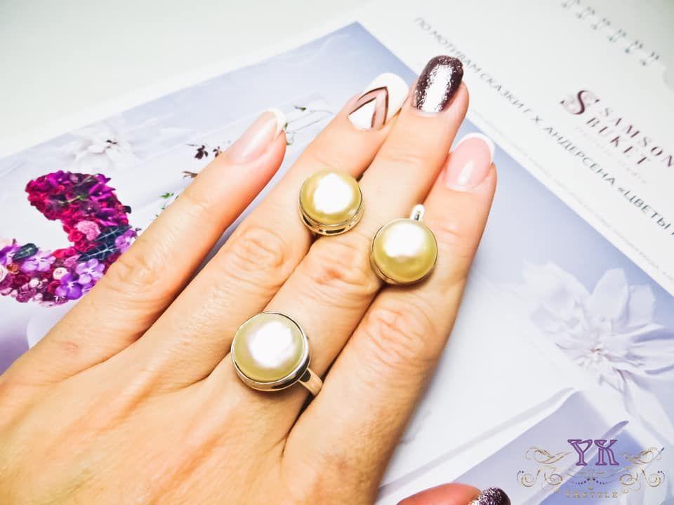 Серьги и кольцо с жемчугом.