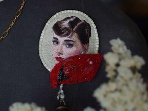 """Новая вышитая брошь """" Audrey """" !. Ярмарка Мастеров - ручная работа, handmade."""