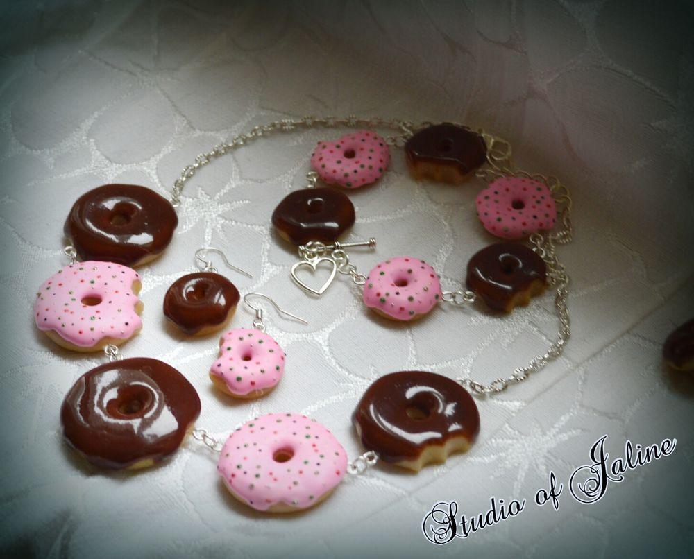 сладости из пластики, украшения с пончиками