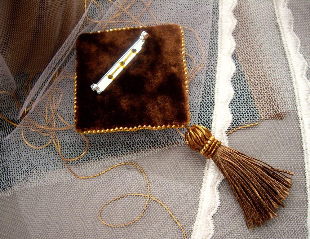 вышитая брошь, вышивка пайетками, подарок, подарок подруге, люневильская вышивка