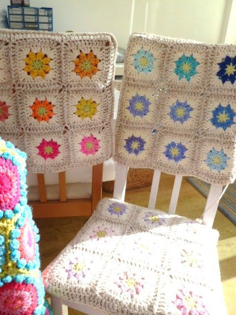 Granny crochet squares and some pretty covered chairs! _()_/  I'm all over this project!