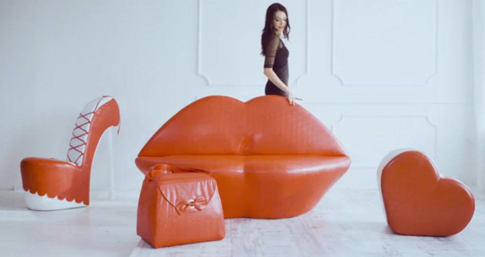 диван губы