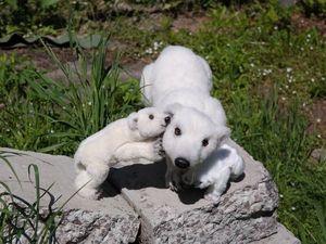 Приёмный малыш в семействе белых медведей. Ярмарка Мастеров - ручная работа, handmade.