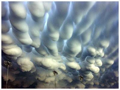 Невероятные погодные явления (10 фото)