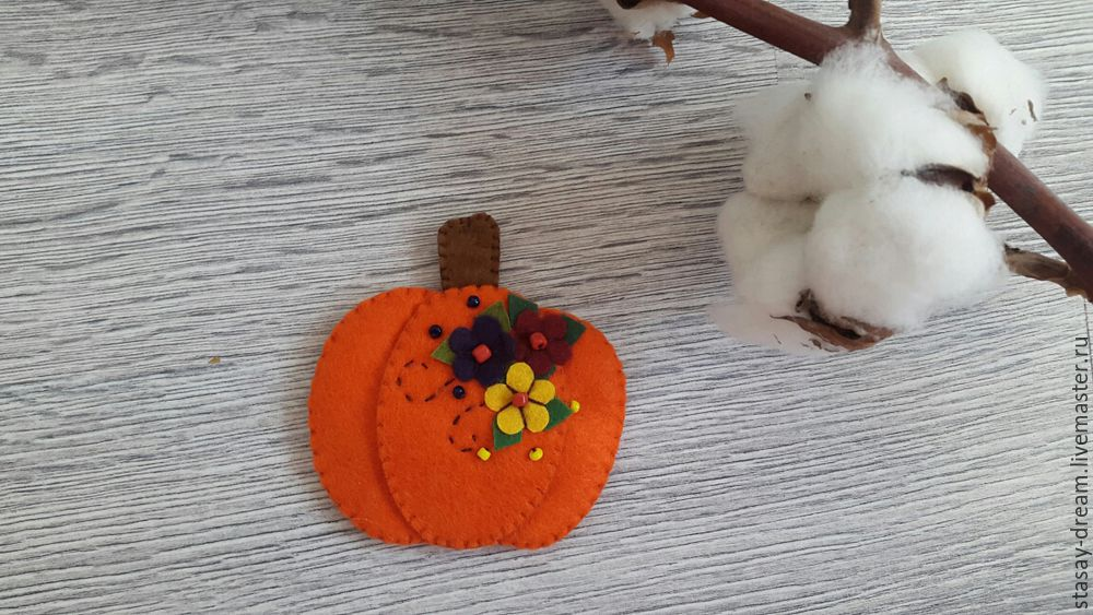 Sewing a Pumpkin Brooch, фото № 10