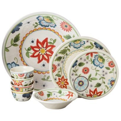 Ready for your Memorial Day BBQ? This glistening, crack-resistant melamine dinnerware is picnic approved!