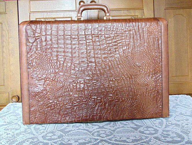 кожанный чемодан