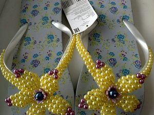 Украшаем пляжные резиновые тапки цветком из бусин и бисера. Ярмарка Мастеров - ручная работа, handmade.