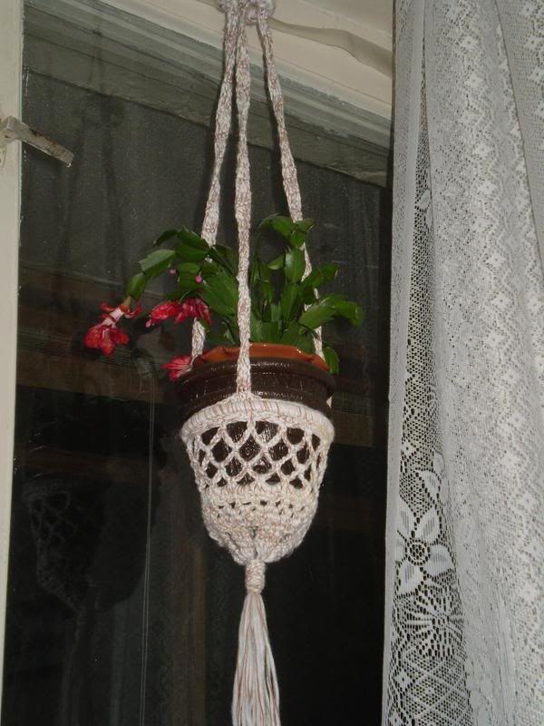 Вязаное кашпо