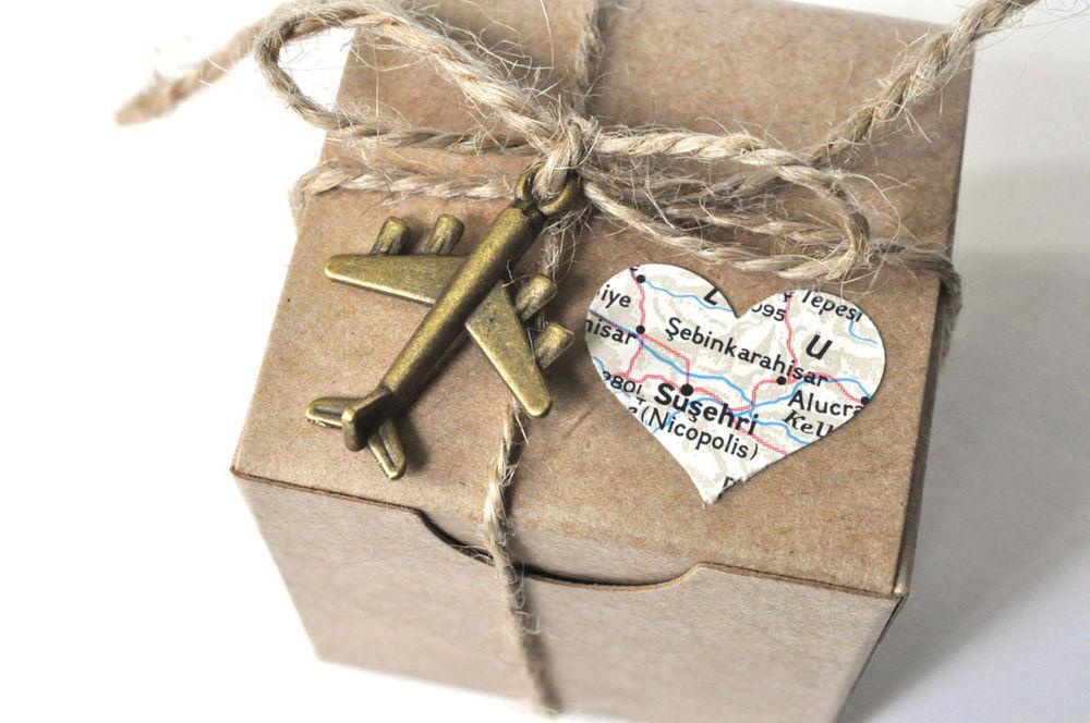 Не крафтом единым: 12 способов упаковать подарок
