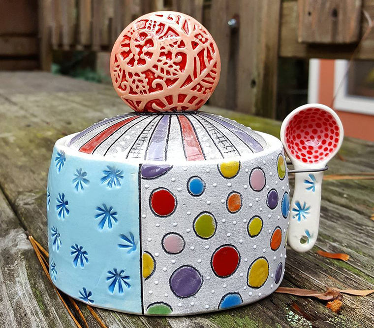 A Love Affair with Clay: Bright Pottery by Charity Hofert, фото № 19