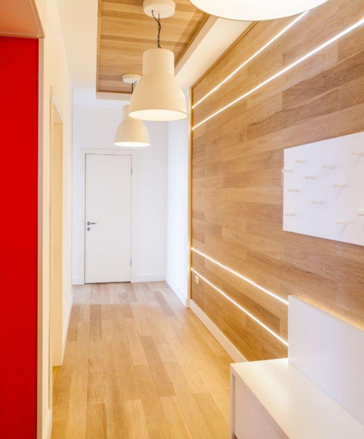 белые ламинат на стену фото в коридоре стали