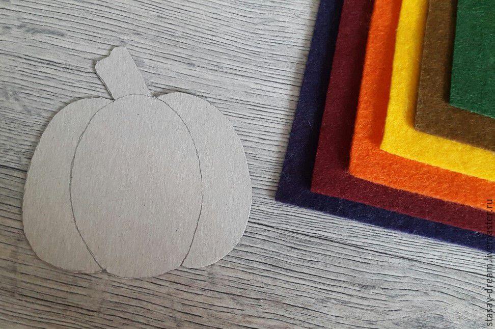 Sewing a Pumpkin Brooch, фото № 2