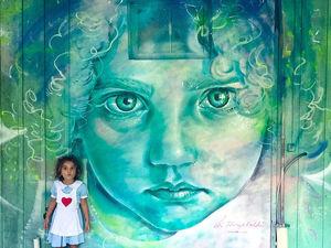 Неоновая красота сквозь серые стены. Ярмарка Мастеров - ручная работа, handmade.