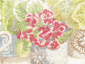 Щедрый аукцион. Картина с окном и цветами. Ручная вышивка крестом. Ярмарка Мастеров - ручная работа, handmade.