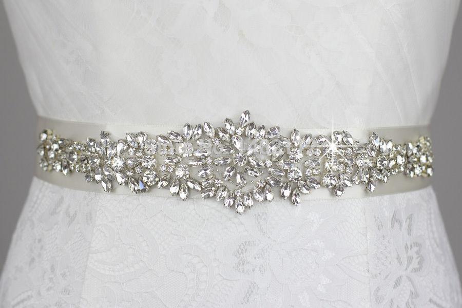 Ручная вышивка на платье бисером стразами кристаллами