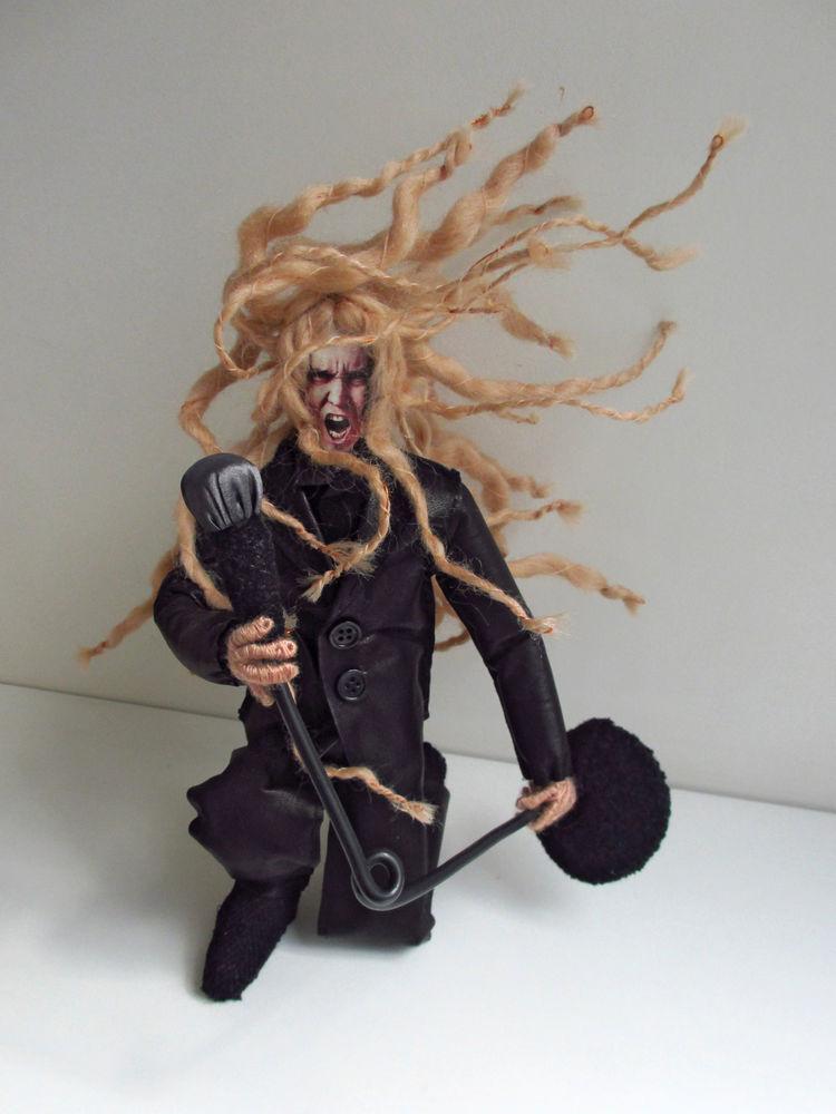рок-н-ролл, кукла, микрофон, певец, игрушка по фото