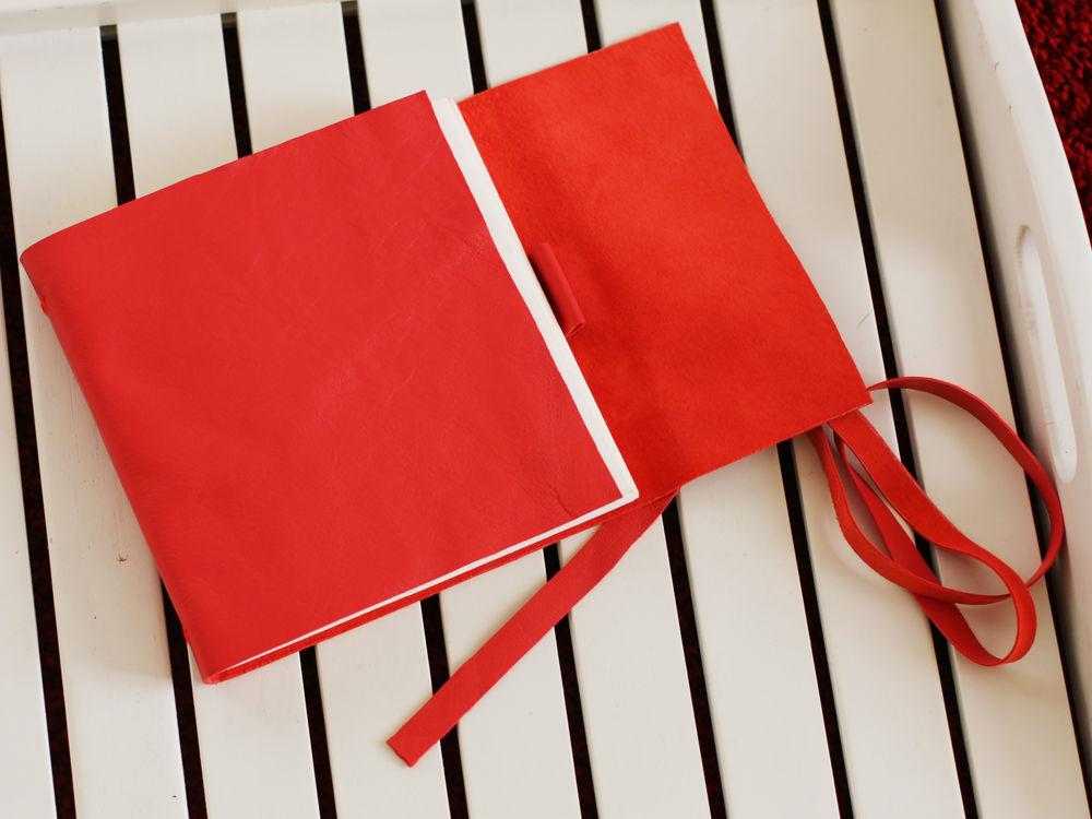 натуральная кожа, бумага, скетчинг, красный