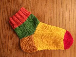 Вяжем носки для фонда
