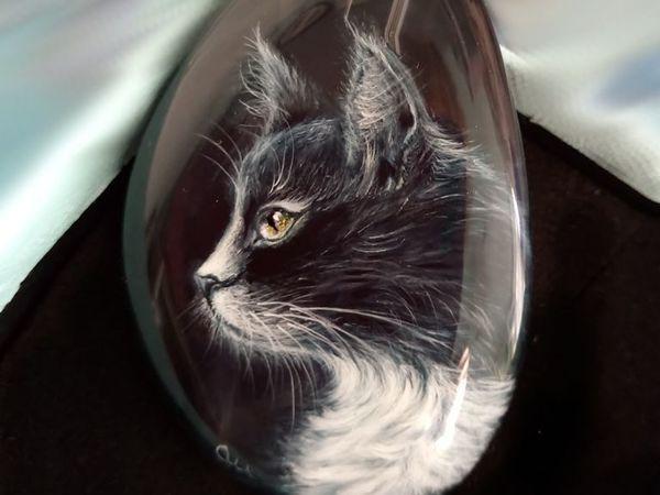 Чёрный кот – подвеска с лаковой росписью на бисерном шнуре | Ярмарка Мастеров - ручная работа, handmade